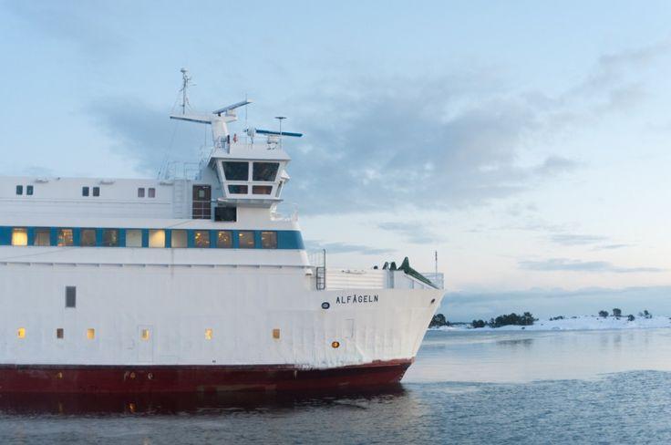 Séjour hivernal dans les îles Åland en Finlande (Detour Local) -> Prendre le bateau dans les îles Aland, c'est un passage obliger www.detourlocal.com/sejour-hivernal-iles-aland-finlande/