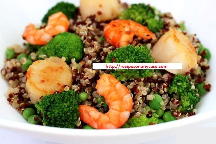 WARM SALAD OF QUINOA WITH SEAFOOD AND VEGETABLES