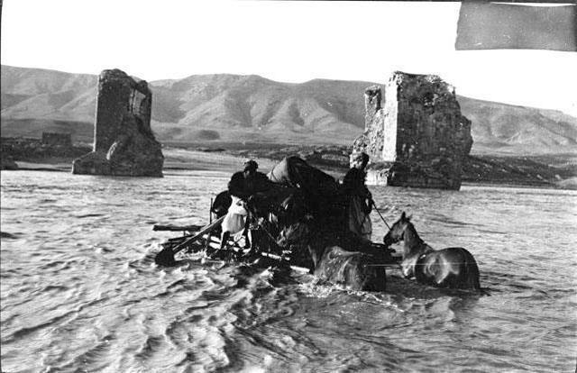 Batman Hasankeyf 1911 İngiliz  / Arkeolog Gertrude Bell Fotoğrafı pic.twitter.com/RlC2f9OVlv