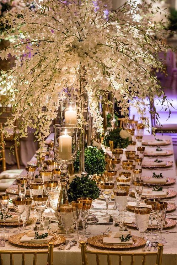White wedding centerpiece idea; featured photographer: Kent Drake Photography