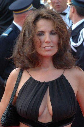 Image issue du site Web http://static.actustar.com/img/articles/visuel/45116-Natacha_Amal_a_Cannes.jpg
