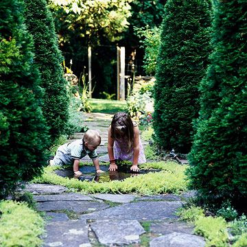 Gardening for kids! This article features several fun ways to introduce the kids to the garden! Check it out!: Gardens Ideas, Articles Features, Outdoor Kids, For Kids, Gardening, Favorite Ideas, Kids Gardens, Family Activities, Great Tips