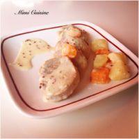 Filet mignon à la crème de moutarde à l'ancienne  Pour 4 personnes Ingrédients : 1 filet mignon de porc (800gr environ) 25cl de vin blanc 150gr d'eau 4 carottes 5 pommes de terre 250 gr de...