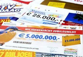 8-May-2014 19:29 - STEL IN SCHULDSANERING WEIGERT TERUGGAVE FOUTE OVERBOEKING. Een stel uit Emmen dat in de schuldsanering zit, weigert een gedeelte terug te betalen van de 250.000 euro die een advocaten- en notariskantoor...
