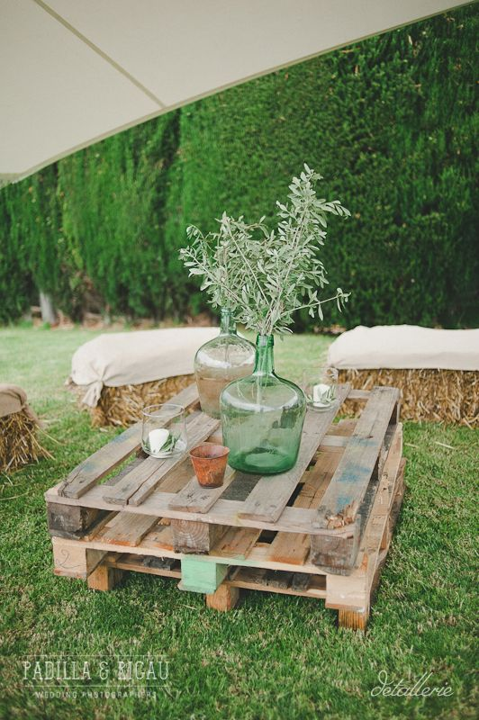 Chill out rústico. Boda de verano en el campo organizada por Detallerie. Rustic chill out. Summer countryside wedding by Detallerie.