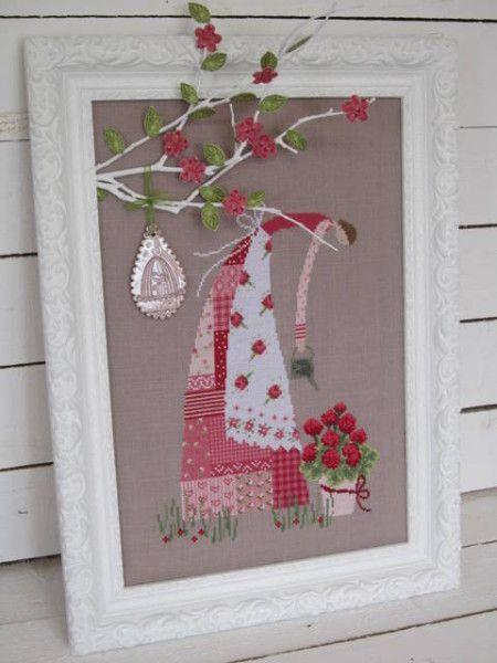 Par un bel après-midi ensoleillé, 3 amoureuses des fleurs se retrouvent dans mon jardin pour de menus travaux : Sylvia s'occupe des hortensias. Sandrine se penche sur les rosiers. M-Paule met de l'ordre : brouette, pots, arrosoirs, nichoirs ... Un petit...