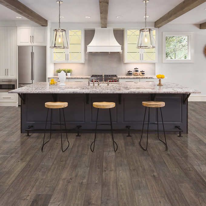 Mohawk Home Southbridge Scraped Oak 10mm Thick Laminate Flooring With Splashdefense Technology 2mm Pad Attached In 2020 Oak Laminate Flooring Kitchen Flooring House Flooring