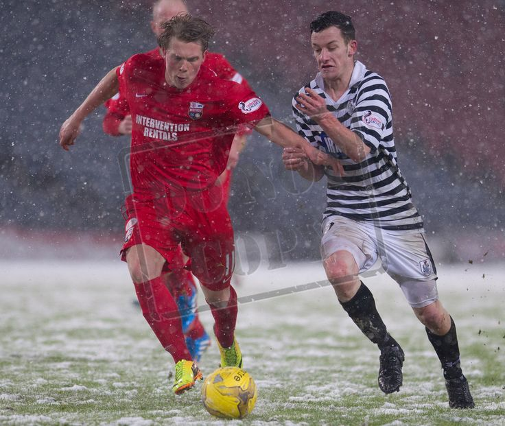 Queen's Park's David Galt on the ball during the SPFL League Two game between Queen's Park and Montrose