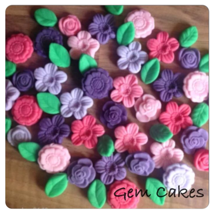 Edible Pink and Purple Flowers cupcake decorations