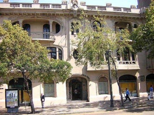 Actual Colegio de Arquitectos, Santiago. Luciano Kulczewski, 1920.