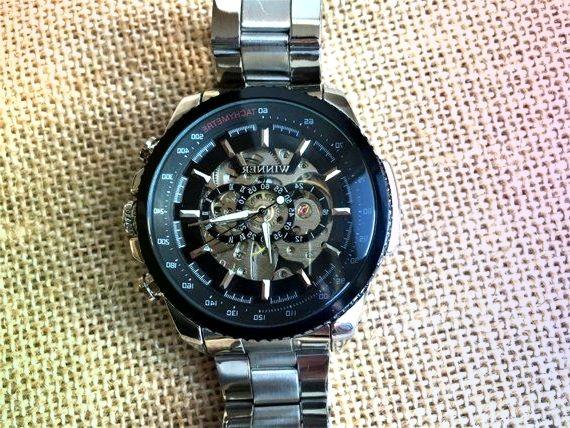 Gravierte Uhr Personalisierte Uhr Skelettuhr
