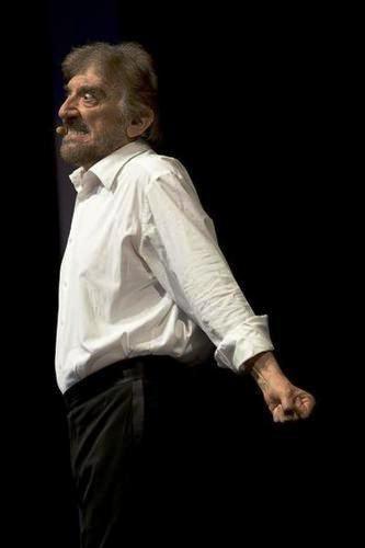 Ma la sua arte raggiunge il picco massimo con l' incontro dello scrittore Roberto Lerici con il quale scrive e dirige spettacoli che rimarranno nella storia: A me gli occhi, please (1976), riportato in scena nel 1993, 1996 e nel 2000.