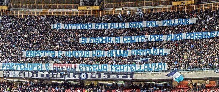 Lo storico gemellaggio tra i tifosi del Napoli e quelli del Genoa: striscione in curva A
