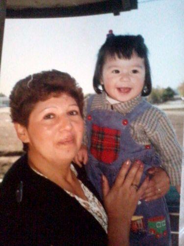 Un año de edad (= : En esta foto tengo un año de edad por lo que me dijo mi mama y mi madrina y bueno hay salgo en brazos de mi madrina y esta foto la encontré ayer (domingo 28 de octubre) en la casa de mi madrina junto con otras fotos que mas adelante subiré. | catafranchesca