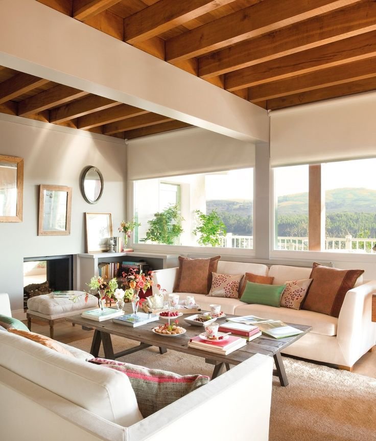 Renueva el sofá, renueva el salón  Con solo cambiar o retapizar o incluso, ponerle una funda al sofá, el salón parecerá nuevo. En este salón...