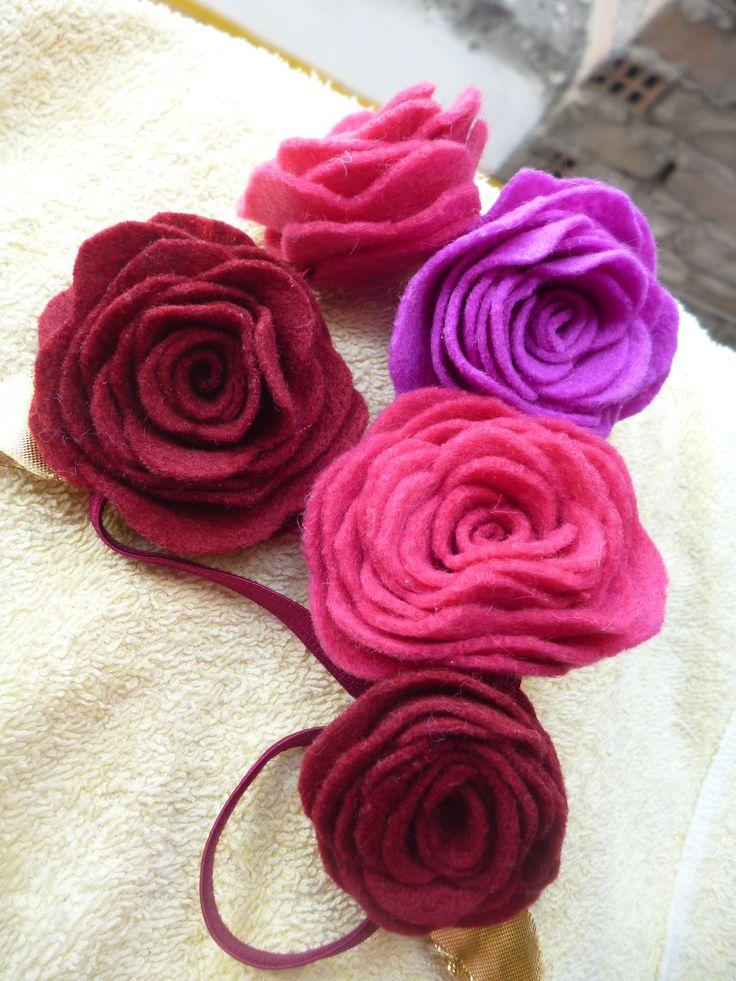 linda vincha de flores hecha por Rosario Villanueva foto by Kranvi desing