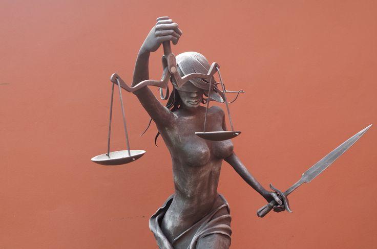 JUSTITIA 2 metal sculpture - Alexandr Pleskač