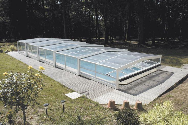 Une belle piscine au bord de la forêt. #abripiscinerideau #triptik