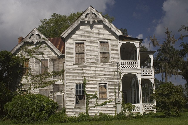 Florida brooksville victorian abandoned queen anne for Sheds in brooksville fl