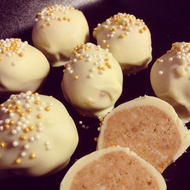 Peanut butter snowballs / Erdnuss-Schneebälle - #vegan - Thanks to: @Six Sisters' Stuff for the inspiration. ♥