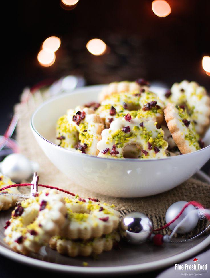 Mandel-Plätzchen mit Pistazien und Cranberries