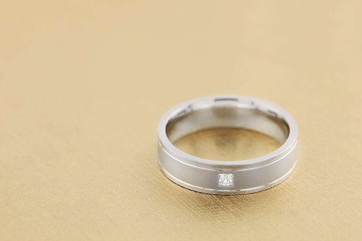 Verigheta barbat aur alb 18kt cu un diamant - RDWG017W pe https://www.royaldiamante.ro