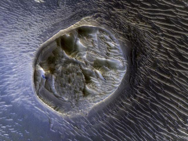 Trippy NASA image shows dramatic Mars mesa