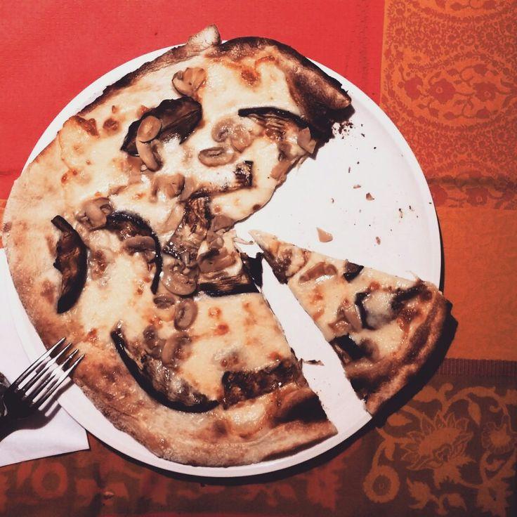 Pizza scamorza, melanzans grigliate e champignon