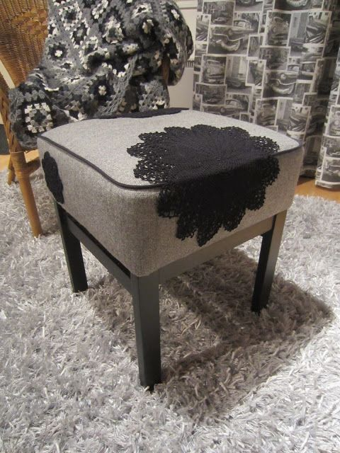 Tee-se-itse-naisen sisustusblogi: Upholstered Ottoman Decorated With Doilies