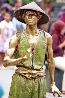 Dominggus Christiyan: Manusia batu yang berada di kota tua jakarta