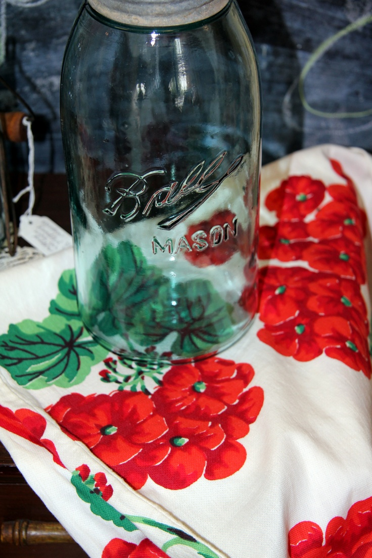 Geranium fabric. I have quite a few 50's tablecloths and one is just like this!