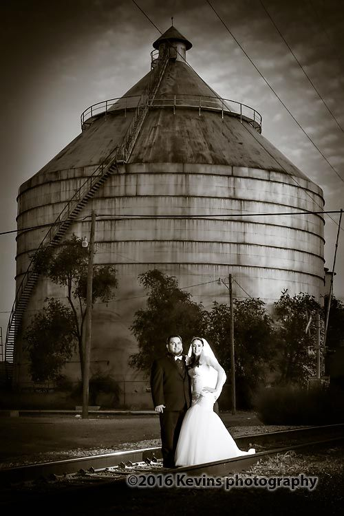 Roswell New Mexico Wedding Photography As a New Mexico Wedding Photographer I get to travel throughout New Mexico photographing weddings at many beautiful wedding venues. This last weekend Paul, my assistant, and I traveld to Roswell New Mexico for a wedding photography session. Paul and I had the pleasure of photographing Marie and Freddy's wedding …