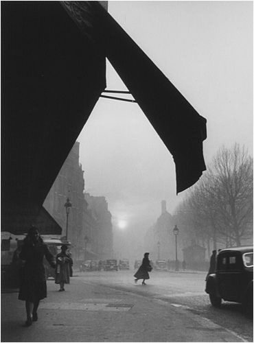 Willy Ronis,  Carrefour Sèvres Babylone, Paris, 1948