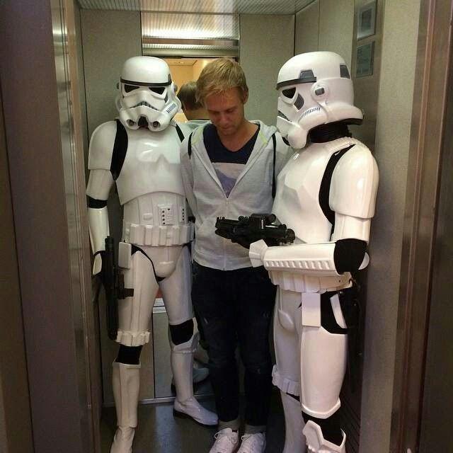 Armin van Burren wird von den Sturmtruppen verhaftet