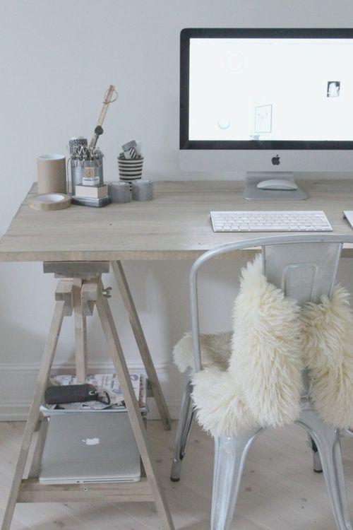 Creëer je eigen bureau met behulp van schragen   | roomed.nl
