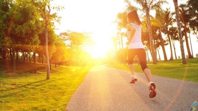 Courir le matin au réveil nécessite de respecter quelques règles élémentaires. Nos conseils pour vos séances de running matinales.