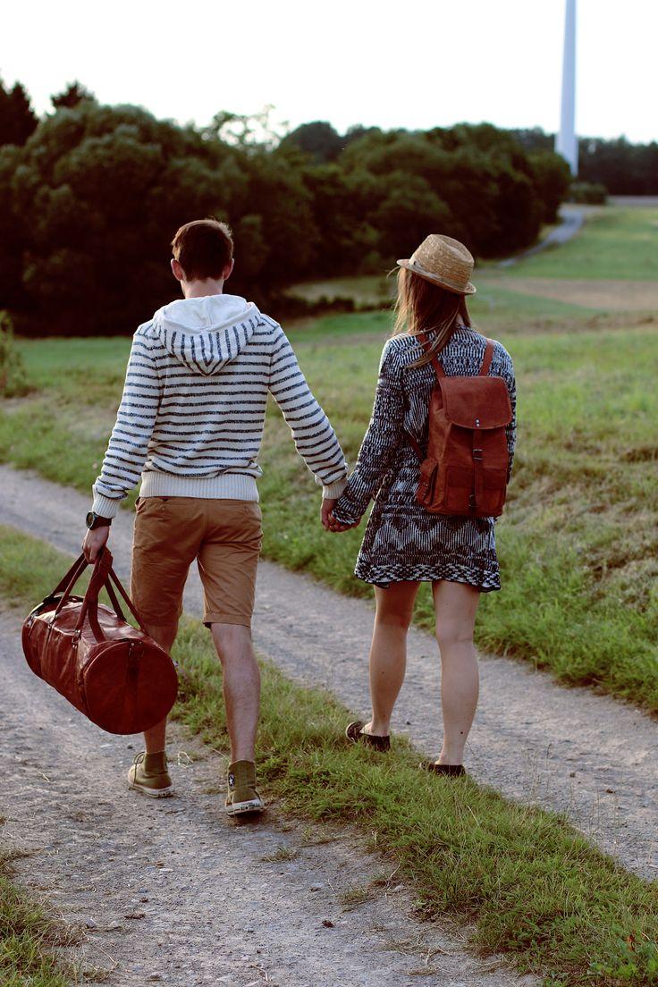"""Mit unserem Rucksack """"Archibald"""" (rechts) kannst du viele Dinge ganz leicht transportieren. Wie wäre es also mit einem Picknick im Freien? Gusti Leder Nature Tasche Ledertasche Vintage Lederrucksack M60b"""