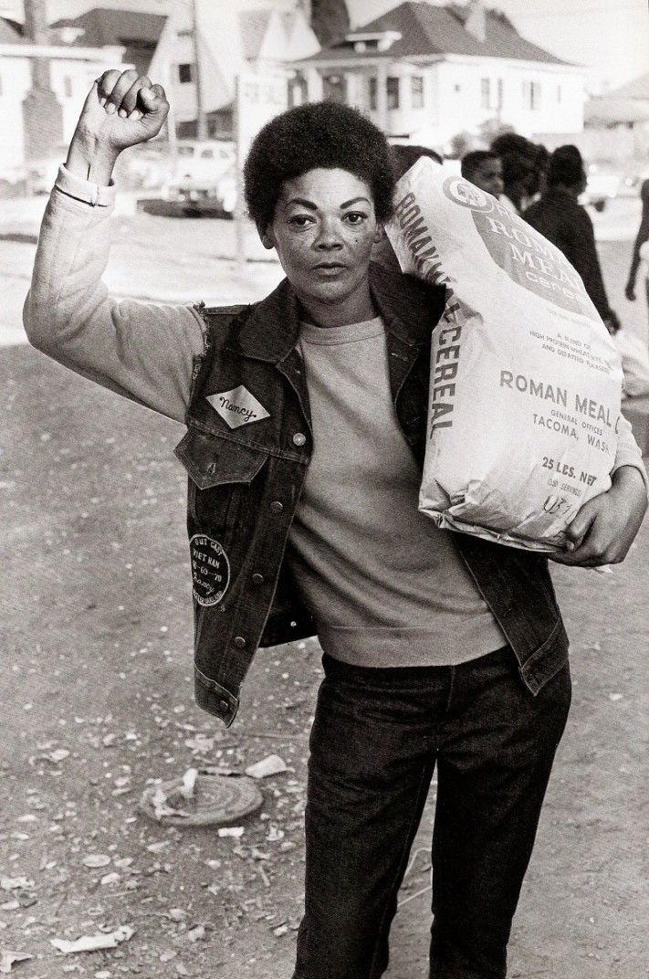 Free Food for the Community Programme, 1971, Oakland. Photograph by Stephen…