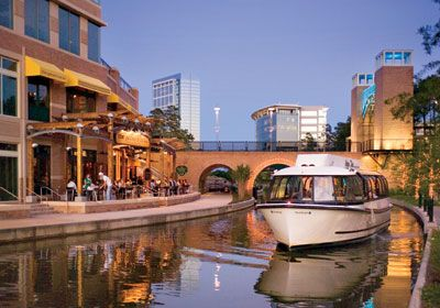 The Woodlands is located in Northwest Houston... Here's a nice shot of The Waterway just around The Woodlands Mall. Tons of shopping, dining, and entertainment here.