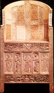 ** ESCULTURA ::: Materiales MARFIL - Cátedra de Maximiano en Ravena, ARTE BIZANTINO, s. VI - Griegos, hebreos y Egipcios utilizaron el marfil en sus salas, muebles, tamplos, también estatuaria griega, abundante en aquella época. Fidias lo utilizó en sus estatuas gigantes de Atenea (Partenón) y Júpiter (olimpia). En este caso os bizantinos lo utilizaron también para las puertas del Templo de Sta. Sofía (constantinopla) con bajorrelieves.