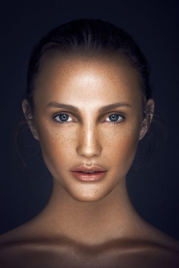 Vanessa Cruz by Cristian Girotto, via Behance    Look how the bow of her upper lip is echoed in her collar bones.