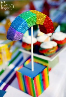 Love this rainbow centerpieces and so easy to makeWorth Reading, Crafts Ideas, Rainbows Centerpieces, Book Worth, Birthday Parties, Rainbows Parties, Parties Ideas, Bday Parties, Rainbows Theme Parties