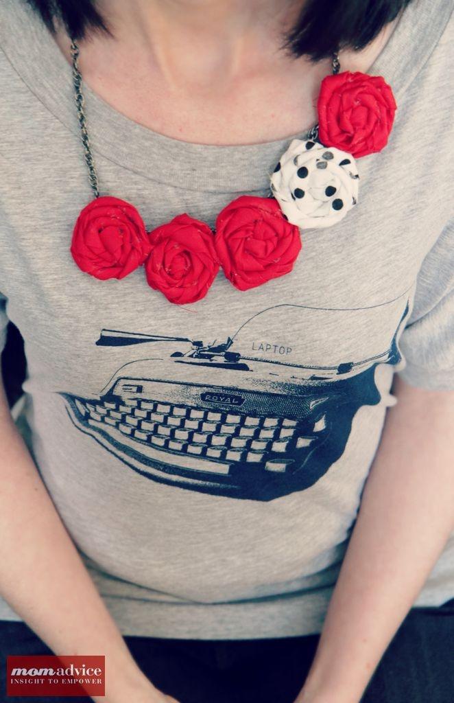 DIY Rosette Bib Necklace Tutorial via @momadvice