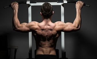 Aminosäuren im Magerquark helfen beim Muskelaufbau.