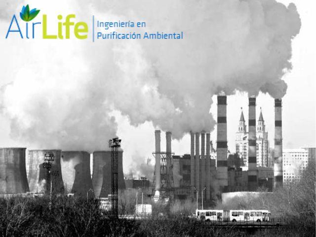 """PURIFICACIÓN DE AIRE AIRLIFE te dice. ¿cuál es la definición de contaminación atmosférica? Cualquier circunstancia que añadida o quitada de los normales constituyentes del aire, puede llegar a alterar sus propiedades físicas o químicas lo suficiente para ser detectado por los componentes del medio"""".  Lo habitual es considerar como contaminantes sólo aquellas substancias que han sido añadidas en cantidades suficientes como para producir un efecto medible en las personas, animales, vegetales o…"""