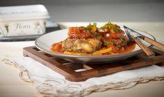 Πρωτότυπη συνταγή για πεντανόστιμα Μπιφτέκια με Πιπεριές & Ελιές στον Φούρνο!