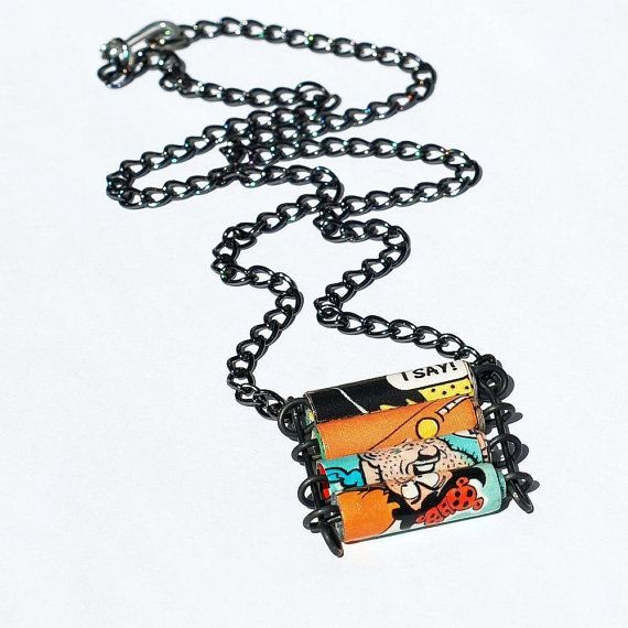 Colar de rolinhos de papel de revista: Comics Book, Comic Books, Paper Bead Jewelry, Bracelets Cuffs, Paper Beads Jewelry, Blog Ideas, Book Bracelets, Jewelry Upcycling, Upcycling Comics
