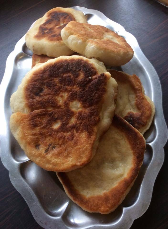 voilà une pure merveille de recette passe partout. Ce pain est si facile à faire et si délicieux que vous ne vous en passerez plus. C'est le pain idéal pour déguster des curry ou des chorba ou pour n'importe quoi d'autre. Vous pouvez en faire des naans...