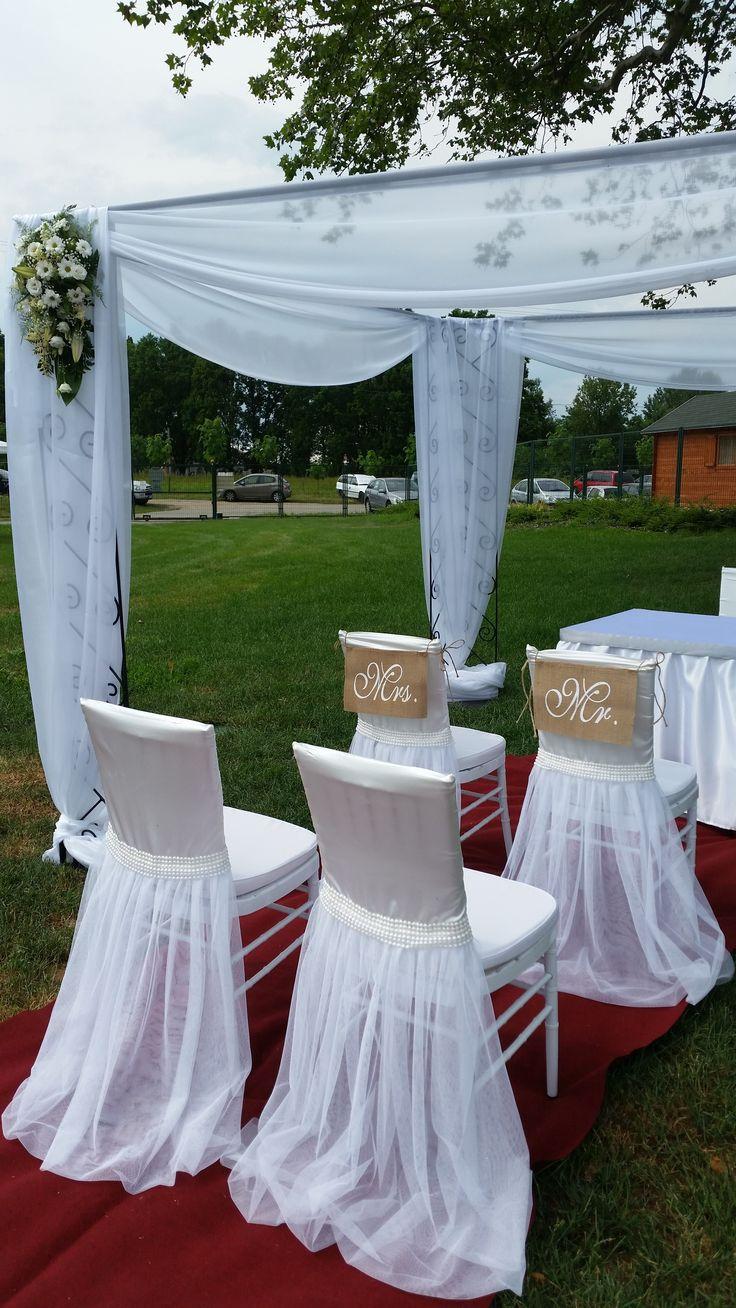 A Lili dekor egyedi tüllös aljú # székszoknyáit a menyasszonyi ruhák uszálya ihlette.