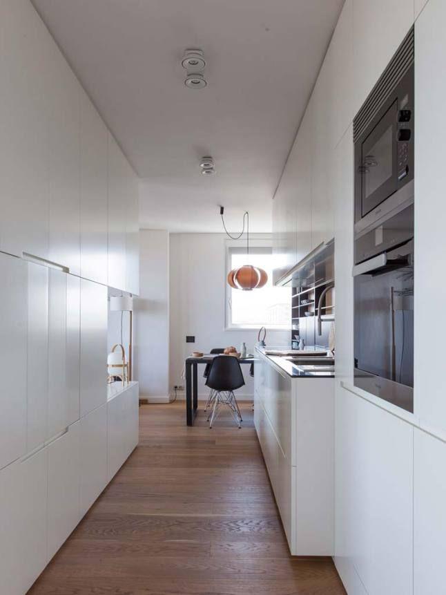 Este apartamento fica em Barcelona e foi reformado pelo escritório YLAB Arquitectos , que usou básicamente cinza, preto e branco aquecidos ...